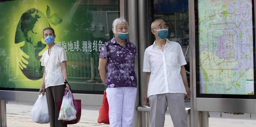 Pekín impone nuevas medidas para frenar brote de COVID-19