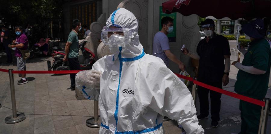 El nuevo brote de COVID-19 en Pekín registra un descenso