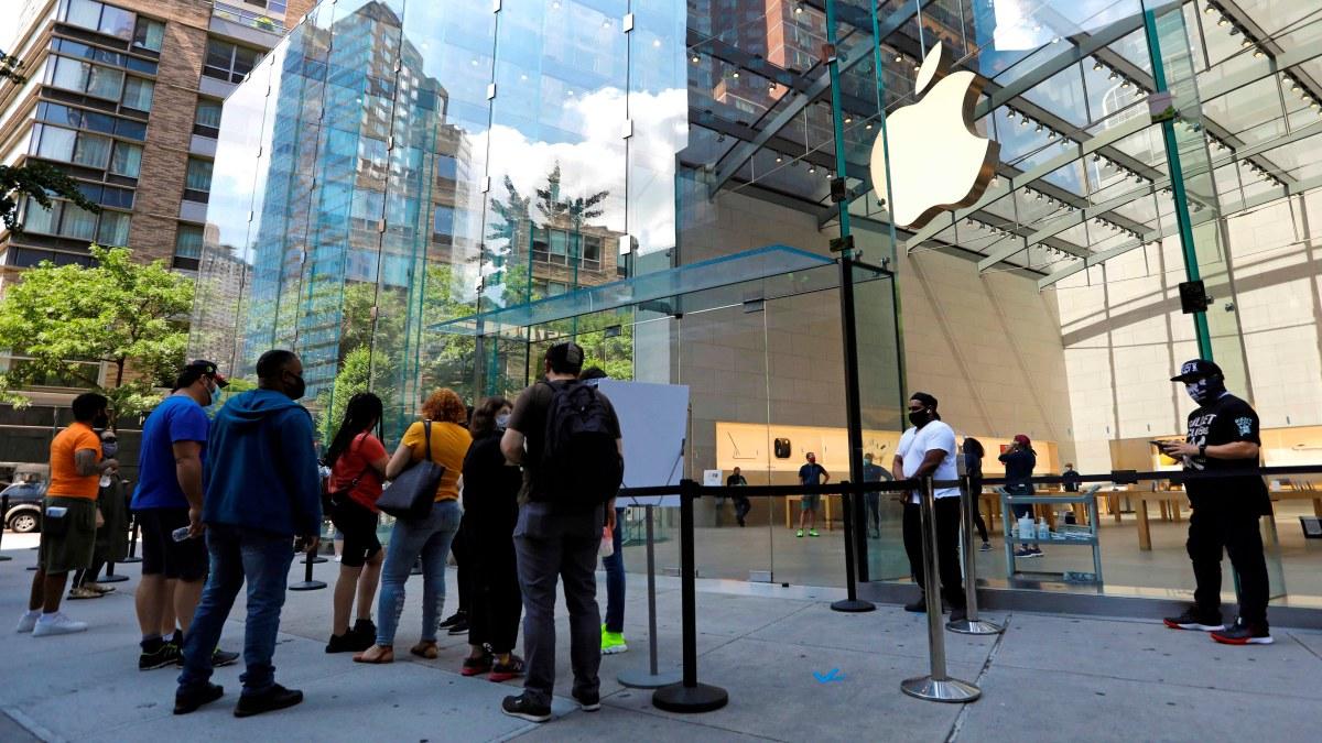 Apple vuelve a cerrar varias tiendas tras repunte de casos de COVID-19