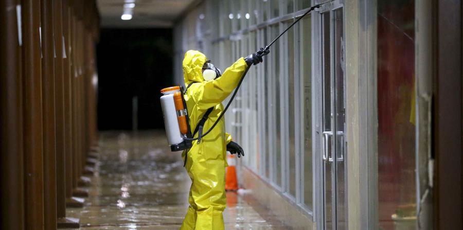 La EPA alerta sobre el uso seguro de desinfectantes en superficies para evitar contagios