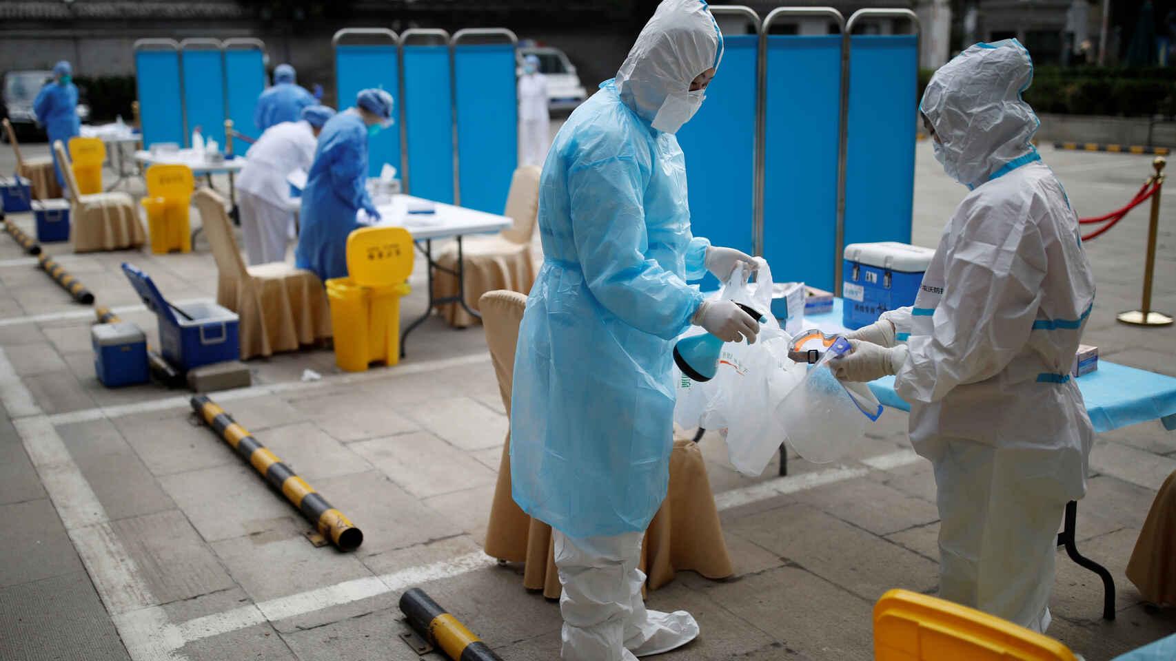 Asi logro China que sus sanitarios se infectaran menos que los españoles