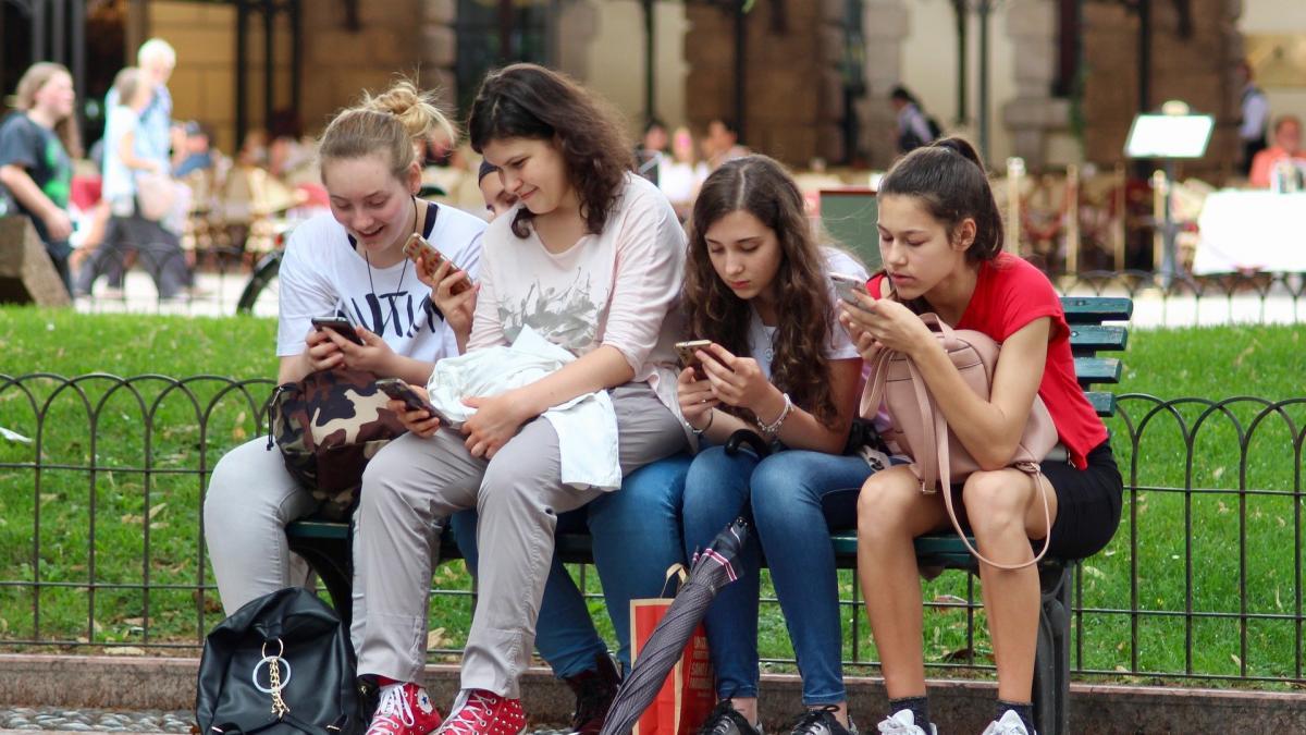 Asi son las adicciones tecnologicas que presentan los jovenes y como evitarlas