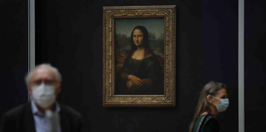 La Mona Lisa trata de atraer visitantes al Louvre
