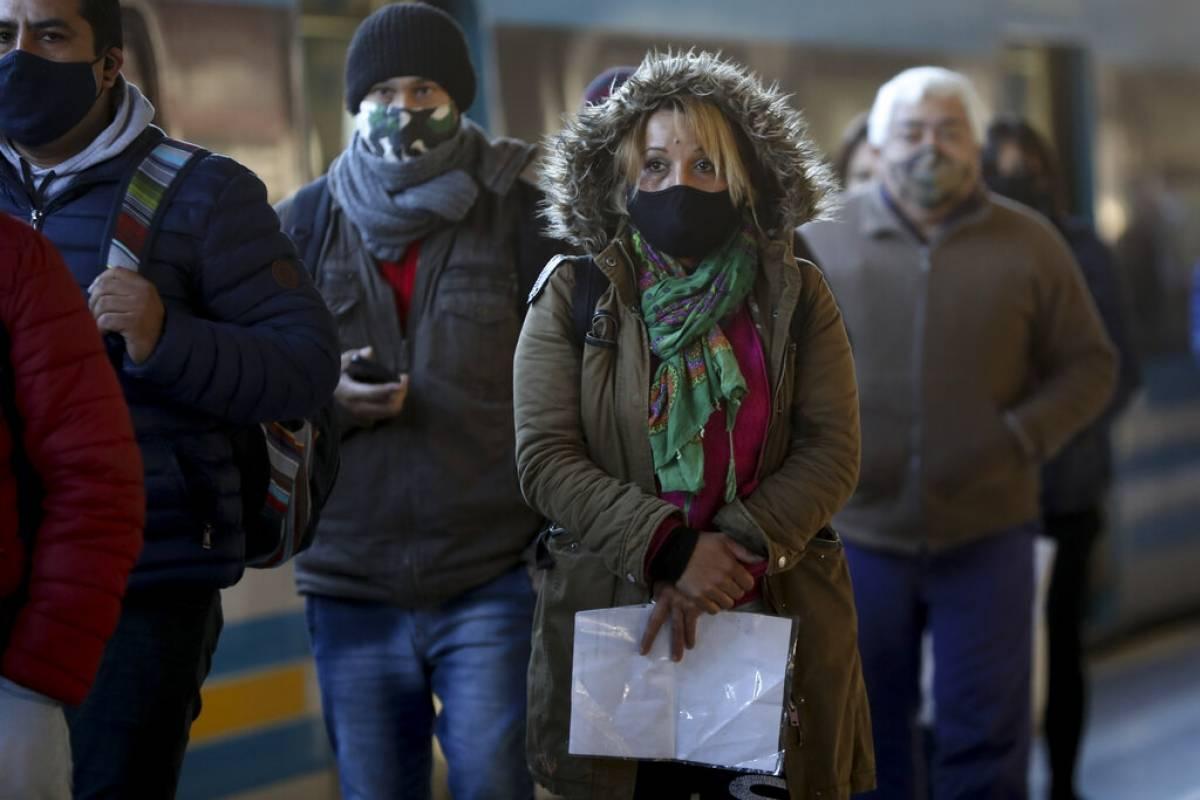 Presidente argentino extiende y endurece cuarentena por aumento de casos de coronavirus