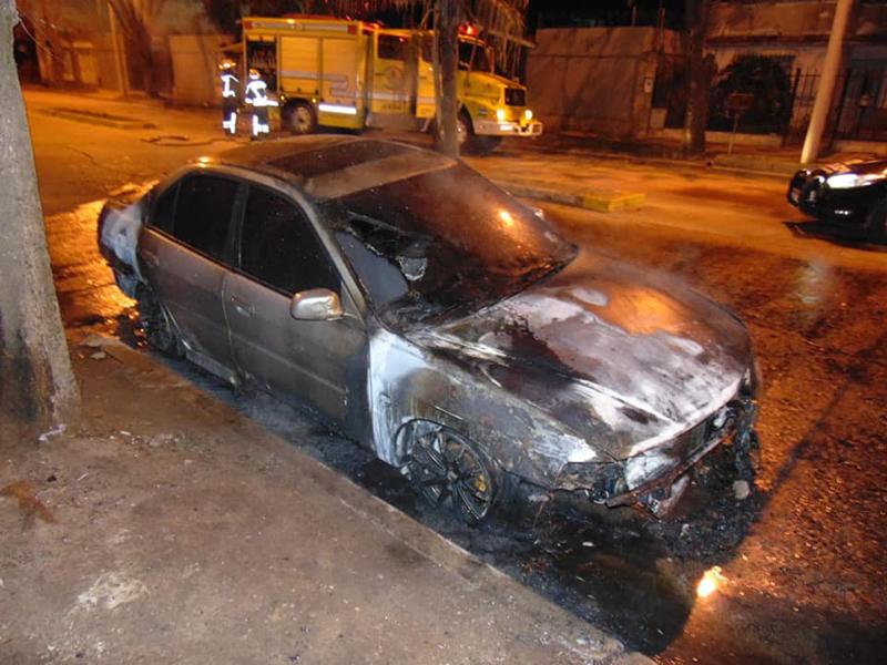 Le prendieron fuego el auto la noche anterior a conocer el resultado del hisopado que dio negativo