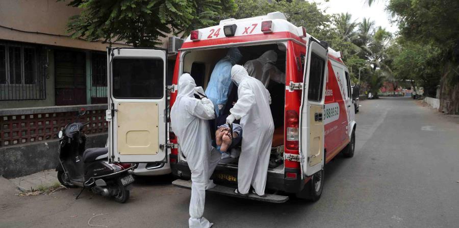 Pacientes de COVID-19 saturan los hospitales en India
