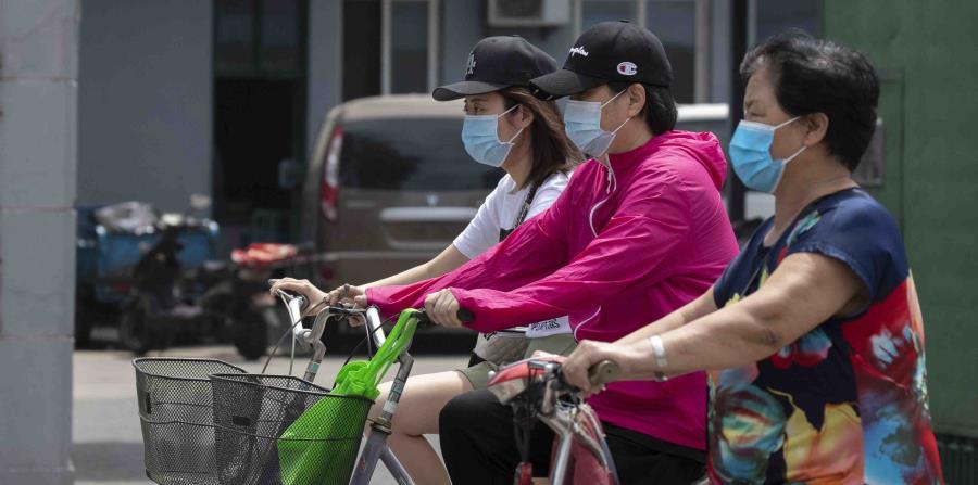 Pekín amplía restricciones nuevo brote masivo de contagios de COVID-19