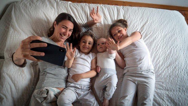 ¿Les sacas muchas fotos a los niños?: Asi puede influir en su desarrollo