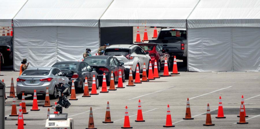 Casos de COVID-19 entre latinos bajan en el estado de Florida pese a ser culpados de alza