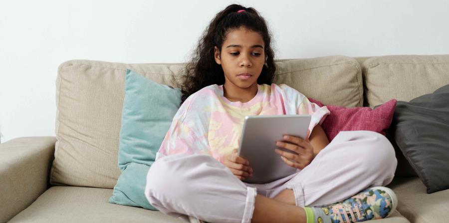 La publicidad digital afecta la privacidad y salud de los niños, alertan pediatras