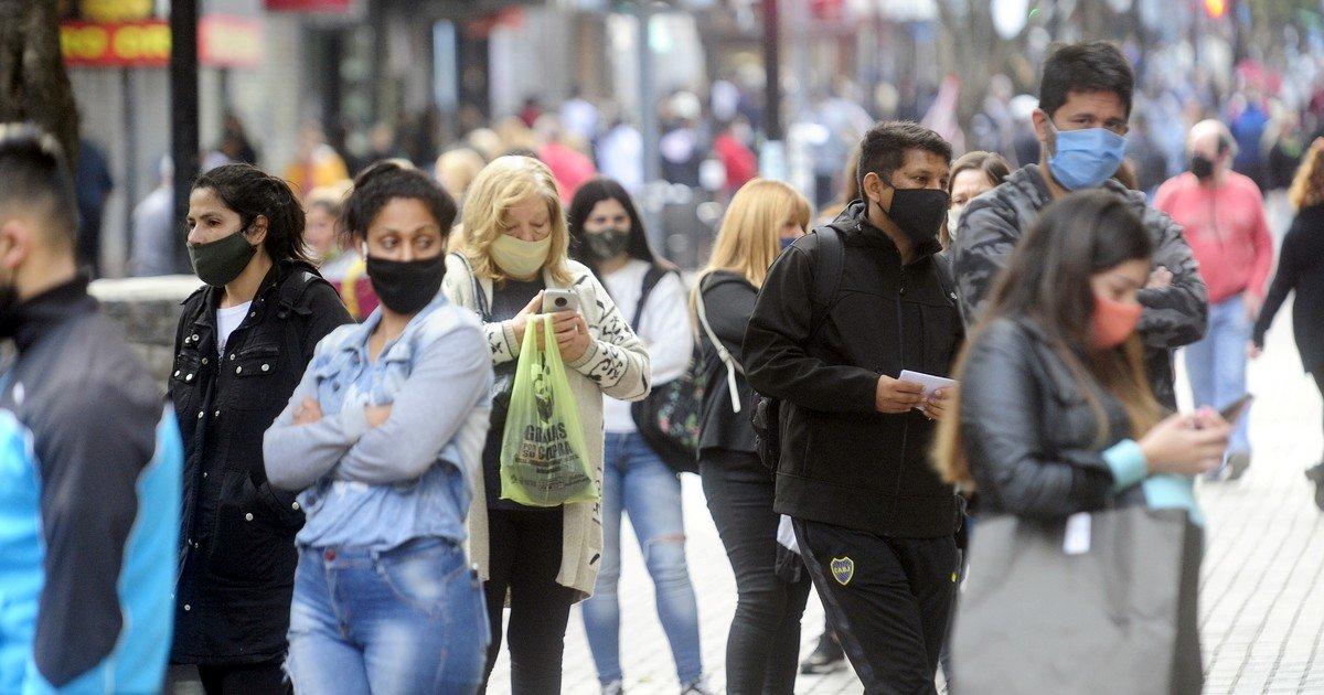 Coronavirus: personas jovenes asintomaticas inician gran parte de los brotes