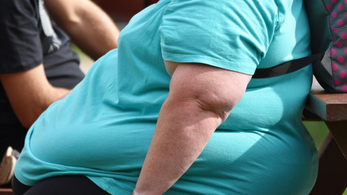 Un estudio confirma que cenar tarde engorda y puede tener consecuencias como la diabetes