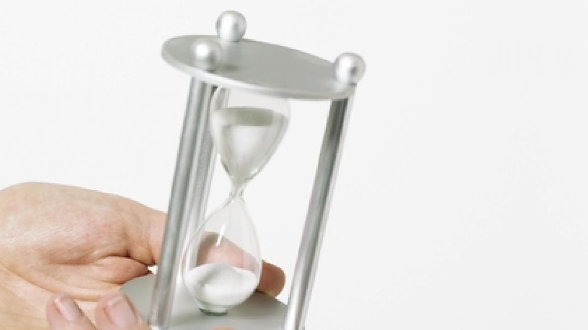 Factores que influyen en la percepcion del tiempo: ¿por que unos dias pasan volando y otros se hacen eternos?