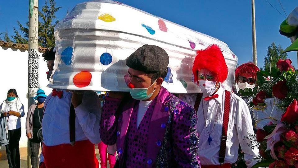 "Dolor en Peru: el coronavirus se llevo al payaso ""Chupetin"""