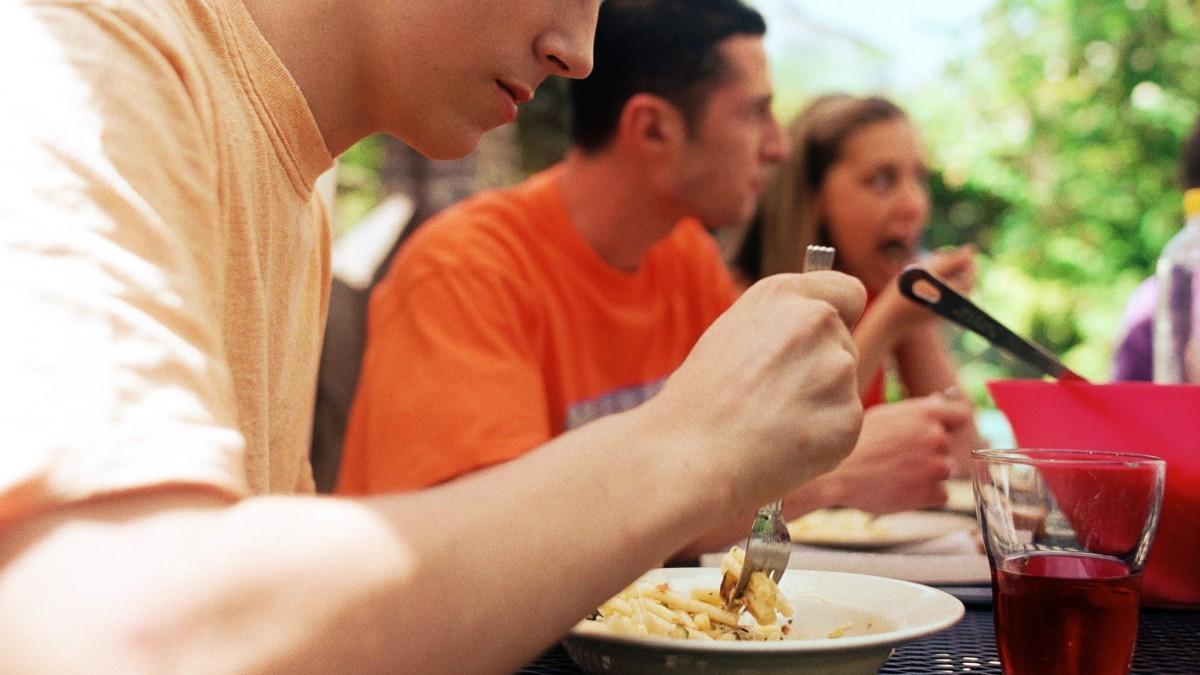 Listeriosis, campylobacteriosis, escombroidosis… cuales son las intoxicaciones alimentarias mas frecuentes y que alimentos las causan
