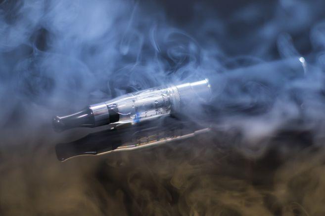 Autoridad sanitaria de Estados Unidos exige suspender venta de cigarrillos electronicos