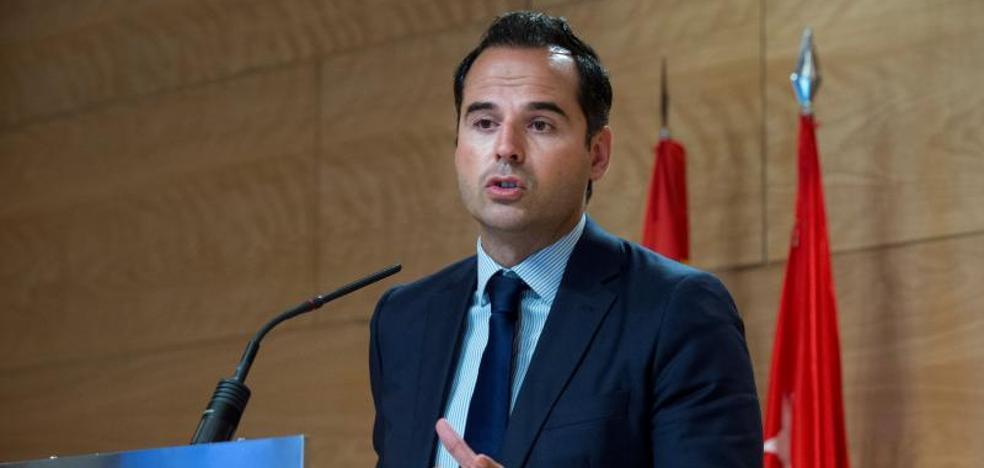 Madrid recula y entierra en 24 horas el proyecto de la controvertida 'cartilla Covid'