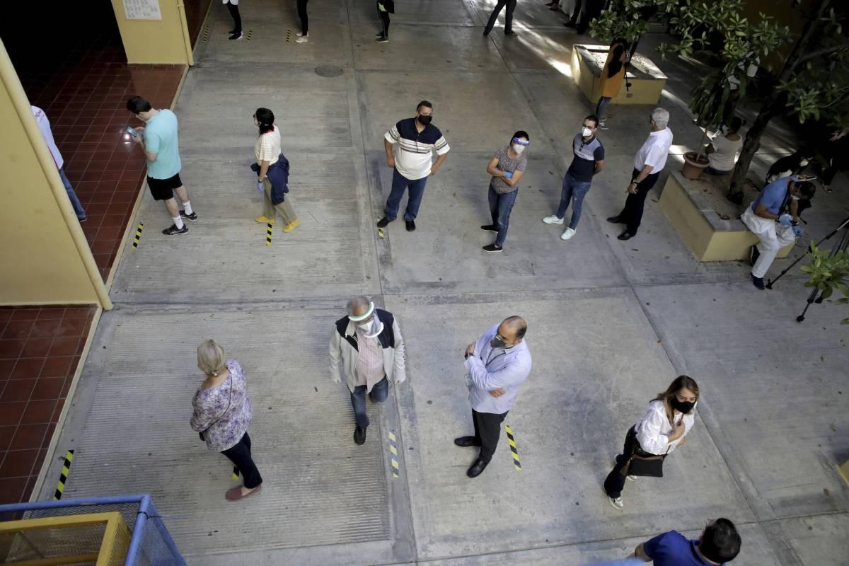 Dominicanos votan para escoger nuevo presidente