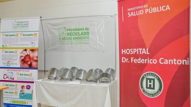 El Hospital de Pocito recibio una donacion de mascaras protectoras realizadas con material reciclado