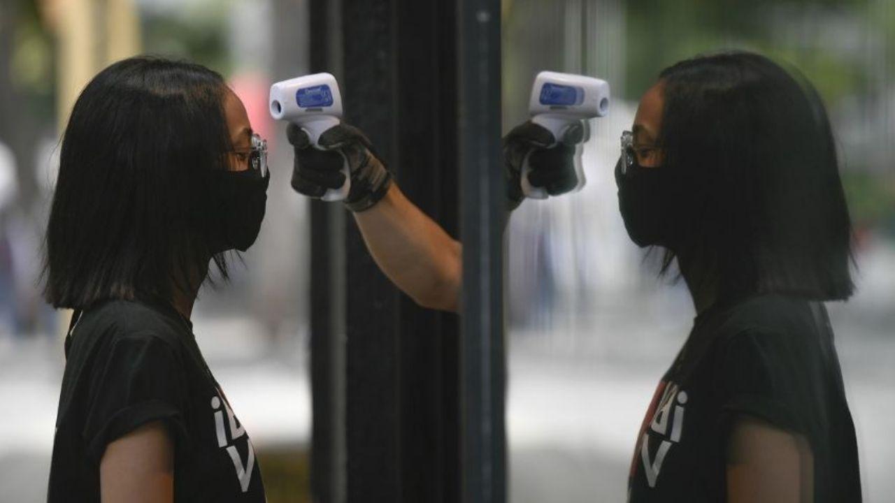 """OMS: La pandemia de covid-19 es """"una ola grande"""" que va a subir y bajar"""