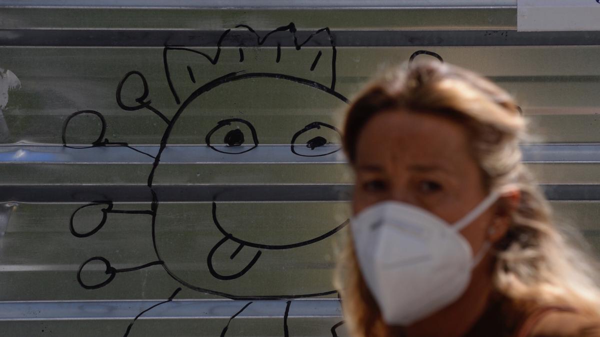 Desarrollan la primera mascarilla que inactiva el virus de la Covid-19