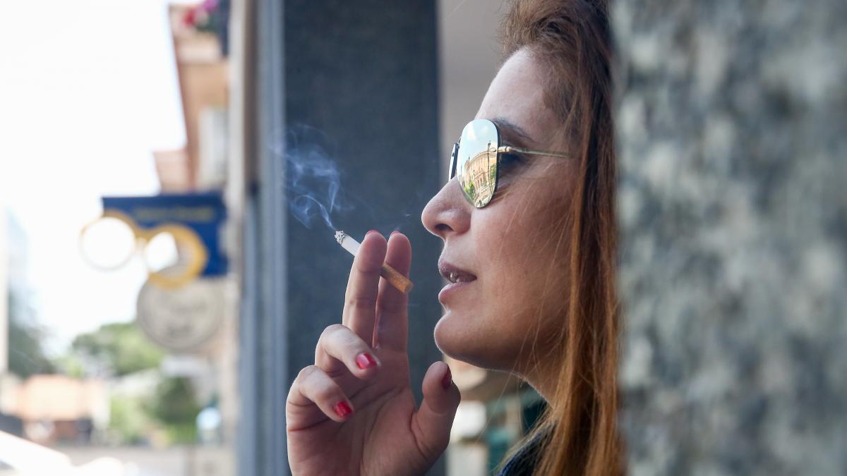 Las mujeres fumadoras tienen cuatro veces mas riesgo de sufrir un aneurisma cerebral