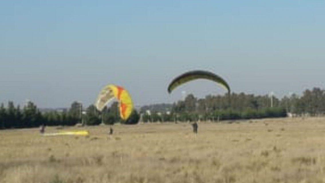 Unos volados: los demoraron por violar la cuarentena para hacer parapente | Cronica