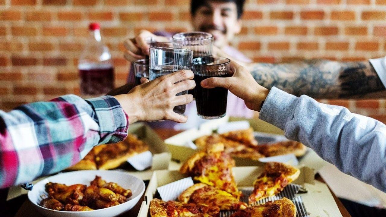Dia del amigo: crece la preocupacion por contagios en reuniones sociales