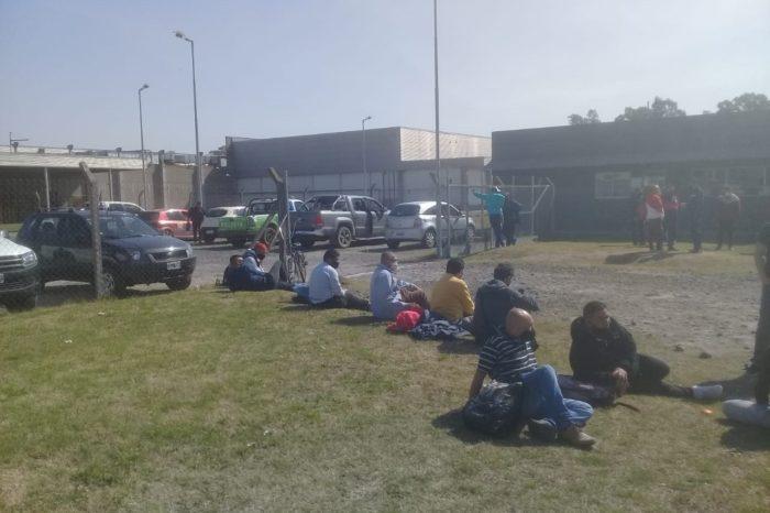 Exigen a trabajadores de La Salteña trabajar 12 horas diarias y declararon paro