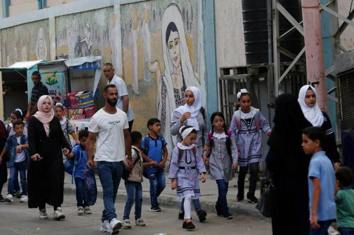 Estudiantes regresan a las escuelas en Gaza