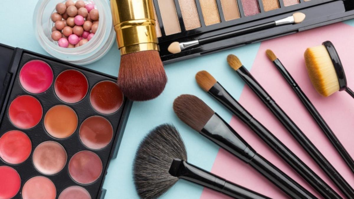 El kit de brochas de maquillaje con mas de 14.000 valoraciones de Amazon cuesta, solo hoy, menos de ocho euros