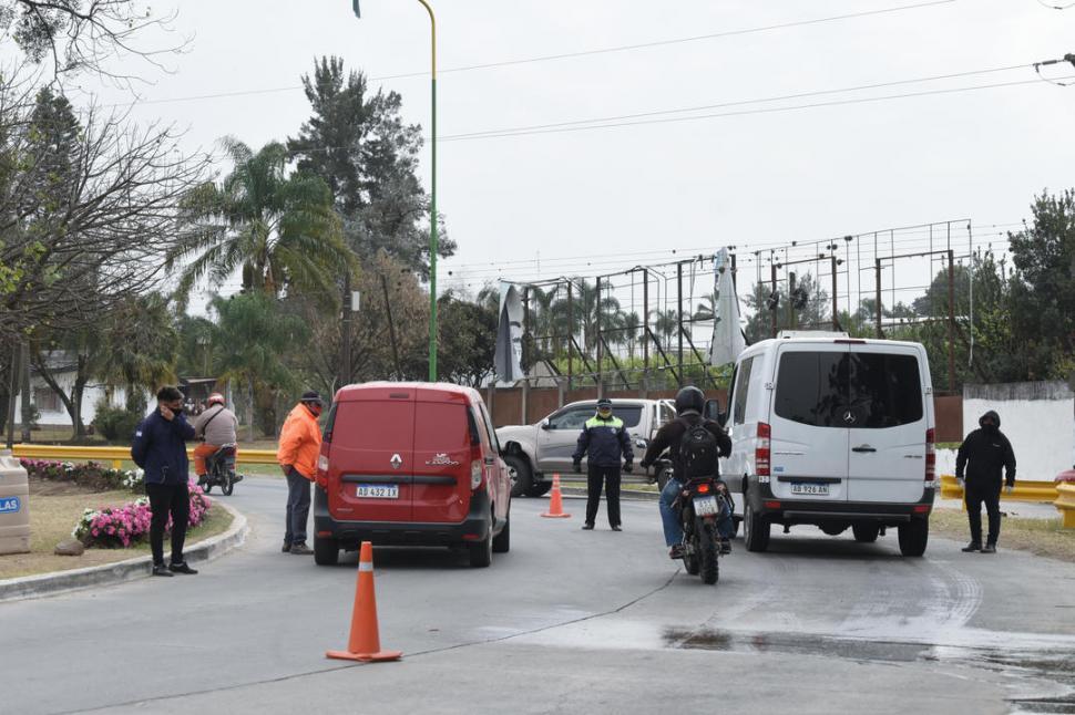 Los intendentes restringen la circulacion para evitar la propagacion de la covid-19
