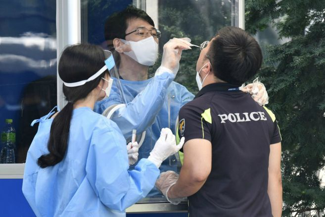 La pandemia entra en una nueva fase y aumentan las tensiones por vacunas
