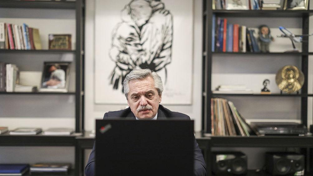 """Alberto Fernandez anuncio que declaran """"servicios publicos"""" a la telefonia movil, internet y TV paga"""