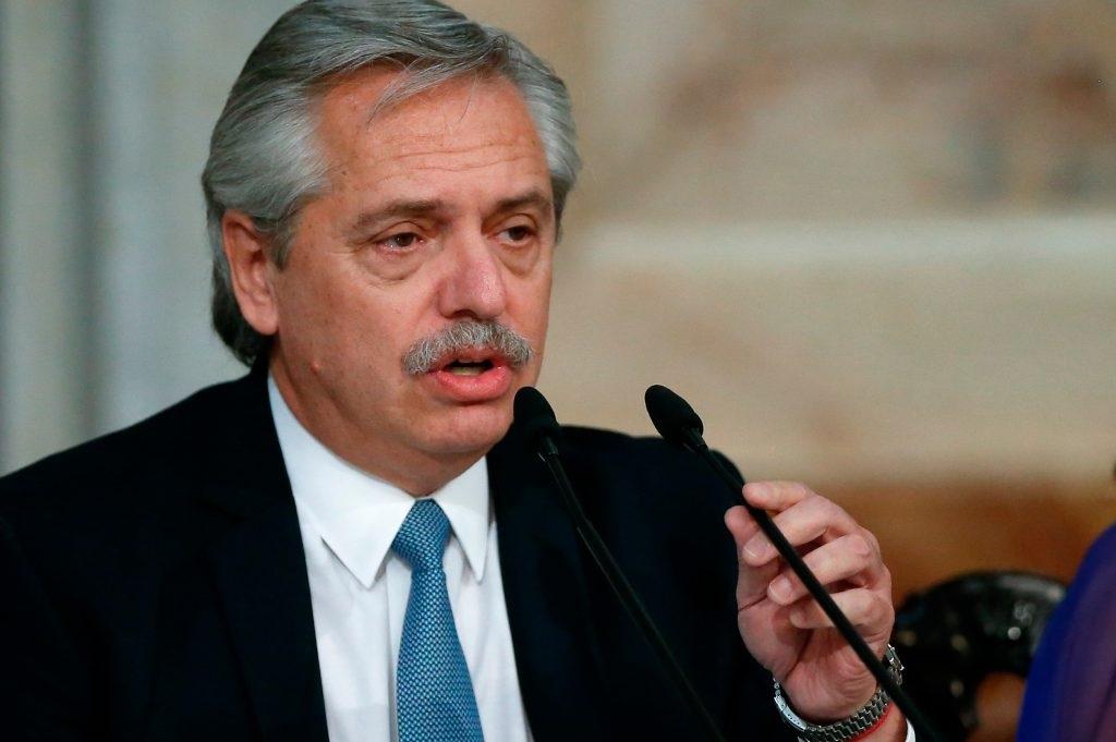 Denuncian a Alberto Fernandez por el decreto que prohibe las reuniones sociales en todo el pais