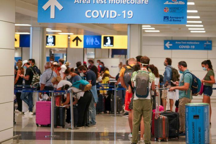 Italia realiza pruebas de COVID-19 a vacacionistas que llegan de Grecia o España