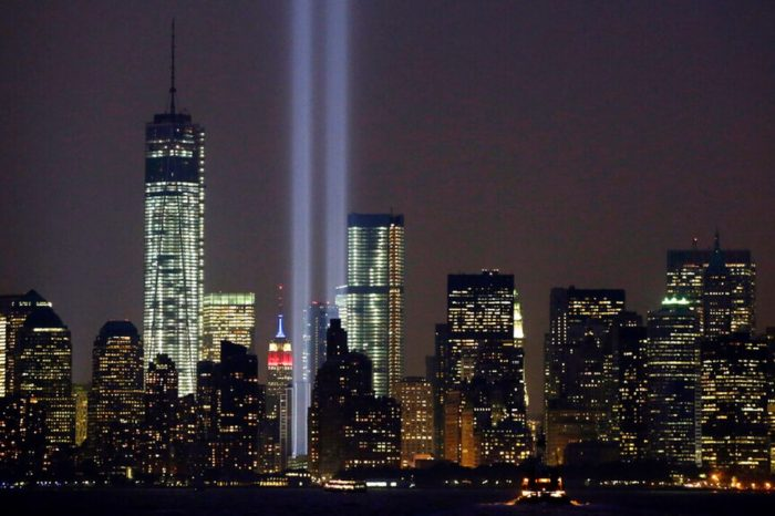 Cancelan la exhibicion de los rayos gemelos del World Trade Center por el COVID-19