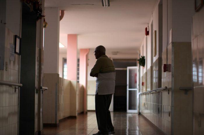 Salud toma las riendas para proteger a los residentes de asilos
