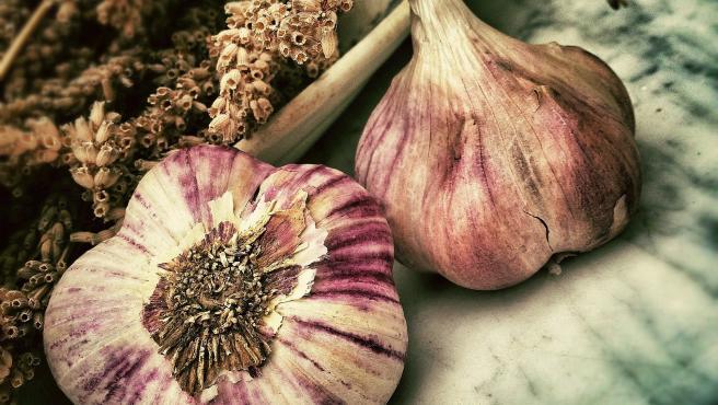 Las propiedades de la ciruela, ideal para la digestion, y los beneficios que aporta a tu salud