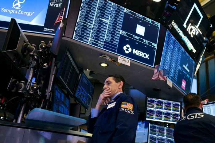 Wall Street cierra a la baja en una jornada de altibajos