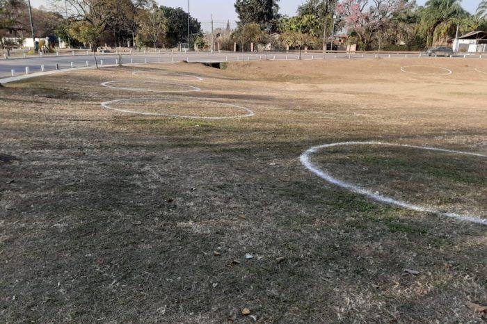 Con burbujas en el suelo buscan evitar el contagio en los espacios verdes de Yerba Buena