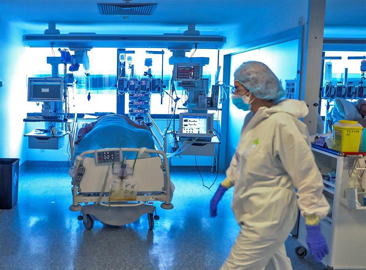 Tres personas murieron por coronavirus en la provincia, que acumula 77 victimas fatales