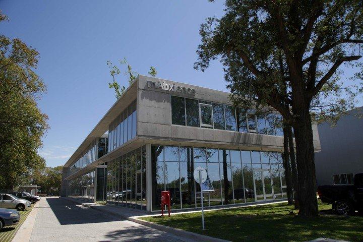 El edificio fue diseñado para aprovechar la luz natural. (mAbxience)