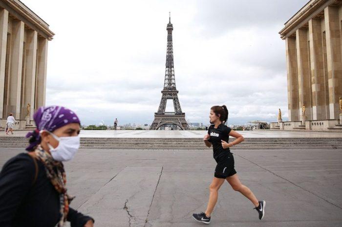 Francia: se vuelven a disparar los casos y se impone el tapabocas laboral
