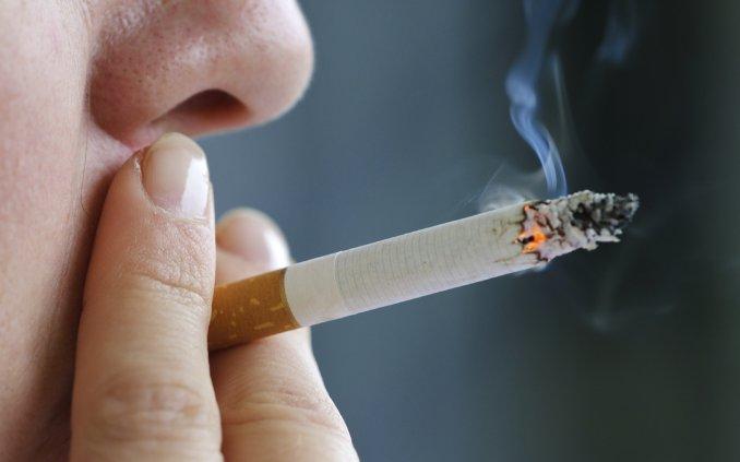 Coronavirus: ¿puede una persona contagiarse siendo fumador pasivo?
