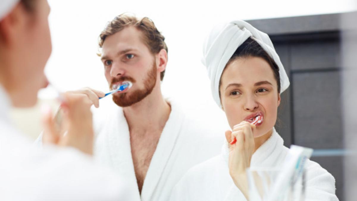 Una buena higiene bucodental aleja enfermedades relacionadas con la boca.