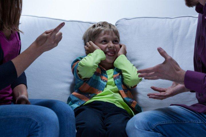 Los adultos son padres, no pares, subraya Schujman.