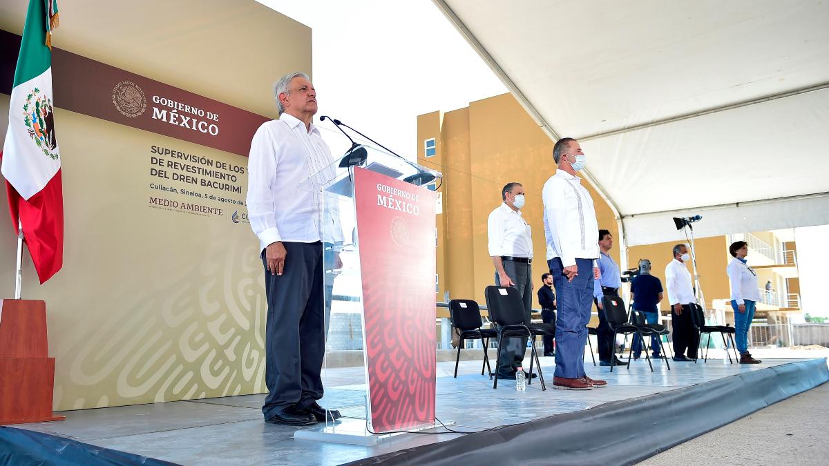 AMLO inicia homenajes diarios para victimas de la pandemia en Mexico