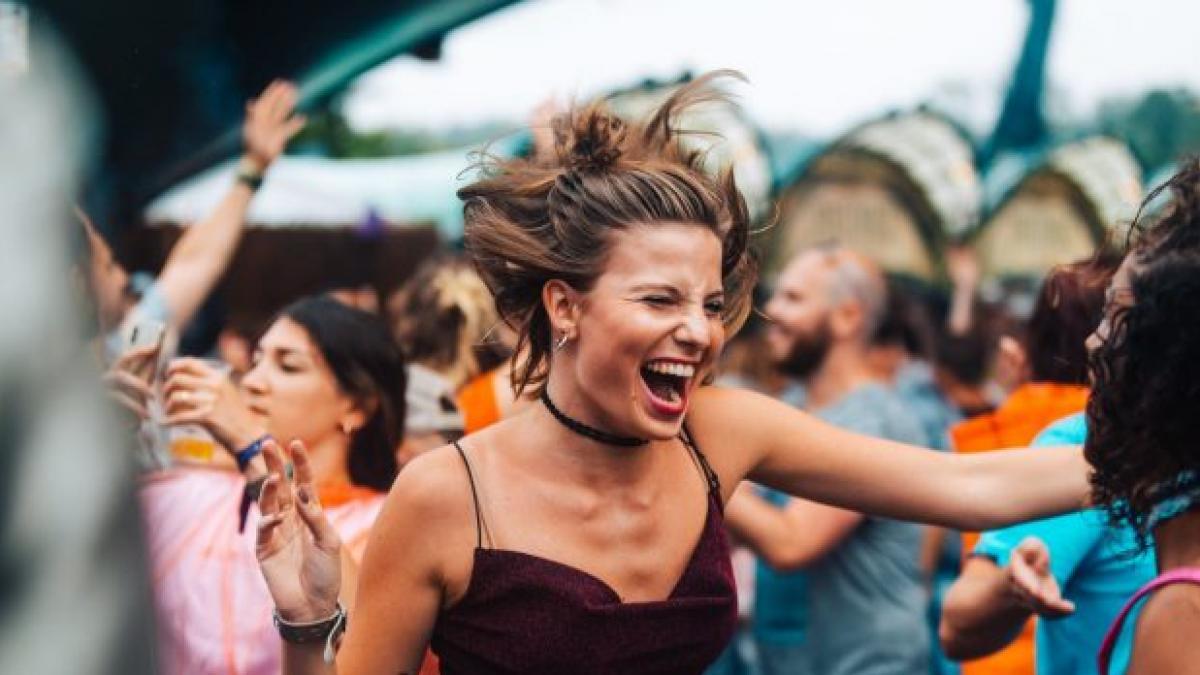"""Un anestesista alerta en un audio viral sobre una peligrosa tendencia: """"Hay positivos que van a fiestas a contagiar al mayor numero posible de jovenes"""""""