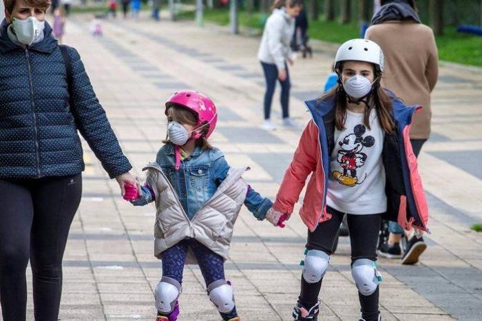 La OMS desaconseja el uso general de mascarillas en niños de 6 a 11 años